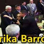 "Érika narró que le escribió a @EPN en un post-it ""pide perdón"": la sacaron del evento http://t.co/CcJYBoivHZ http://t.co/MxuuPDGe8d"