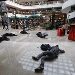 Arman flashmob por Ayotzinapa en centro comercial del DF #YaMeCanse8 http://t.co/46ALtBkkIV http://t.co/NkyFu154J1 vía @plumasatomicas