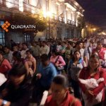 Avanza marcha de la @SECCIONXXII por la calle Morelos con destino al Zócalo de #Oaxaca http://t.co/i6PrwS5uci