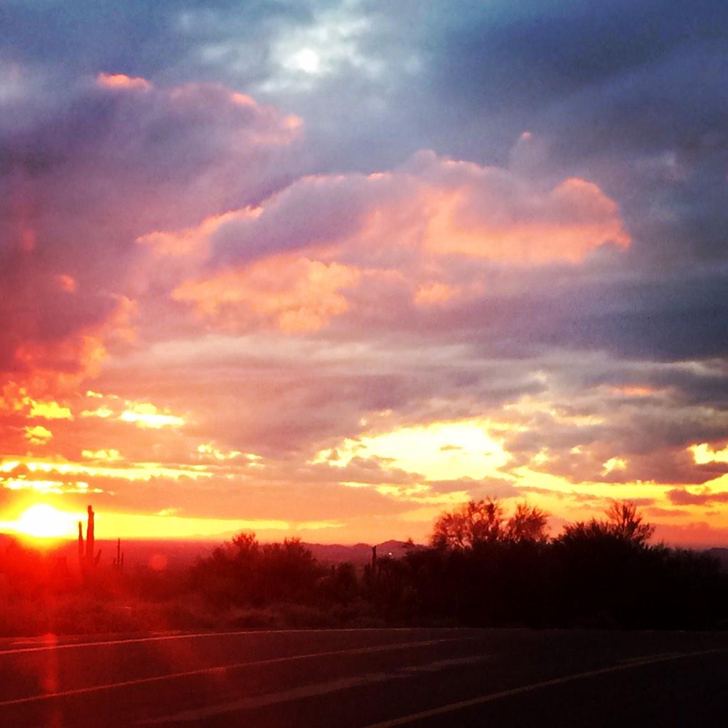 Any bad feelings just washed away at the sight of this sunset! #Arizona http://t.co/MMoXiVbhwr