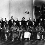 #түүх ГХЯ-ны сайд чин ван М.Ханддорж, н.б.д Б.Цэрэндорж, жонон ван Ц.Ширнэндамдин нар хаант Орост айлчлав. 1913/01сар http://t.co/qaKiuN2pIc