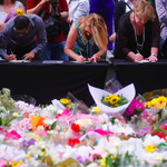 If you can't get to Martin Place, sign the online condolence book here >> http://t.co/K7xAOVgJpL #illridewithyou http://t.co/4zZJgUelmr