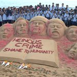Indian Sand Artist Sudarshan Pattnaiks sculpture condemning the #PeshawarAttack http://t.co/VfwmH43Ezo