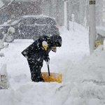 Chutes de neige au Japon: 3 morts, au moins 100 vols annulés jeudi http://t.co/1jCASNpICl http://t.co/TXELA8d0Ih