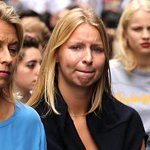 #Sydneysiege: Maddie Pulver pays an emotional visit to Martin Place to pay tribute http://t.co/SWKZ1MVd6v http://t.co/KunEINIQSr