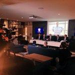 Conférence de presse au centre dentraînement pour annoncer larrivée de @DanCarter au @RacingMetro92 pr 3 ans #2015 http://t.co/bqamu2yfpj