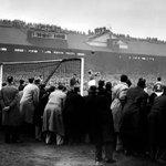 """Un estadio lleno """"hasta el tope"""" o """"hasta la bandera"""", debe parecerse mucho al de esta foto. Qué estadio es? http://t.co/v44FPUr9se"""