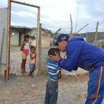 Desde las 6 am andamos llevando #UnaSorpresaEnNavidad a familias humildes al oeste de #Barquisimeto http://t.co/phjpXhtgSr