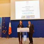 """Avec @RoyalSegolene, 450M€ pour 99 projets """"#transports collectifs et mobilité durable"""" en région. http://t.co/cTdsek1uyg"""