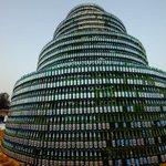 Árvore de Natal é construída com 8 mil garrafas de cerveja na Nigéria http://t.co/UvSEDpj31W #G1 http://t.co/cPRU6MPTI1