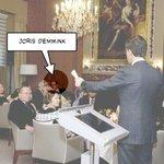 """VVD vergadering .......... Het woord """"kinderpooier"""" mag van de rechter gewoon gebruikt worden....... http://t.co/NgBdMLZpOS"""