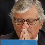 """@abc_es: #AMPLIACIÓN Torres-Dulce dimite como fiscal general del Estado http://t.co/z0847DhAzE http://t.co/MJG3EvRydG"""