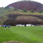 El CD Tenerife se ejercita en el Mundialito. Unai Albizua es el único jugador que entrena al margen. http://t.co/L4kUFpzF9c