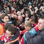 FOTO | Ontlading bij PSV-supporters na de 4-3 van Depay tegen Feyenoord [via @FCUpdate_nl] http://t.co/hKU42bD5Ps