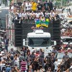 Há dois anos, a Fiel invadia as ruas de São Paulo para recepcionar os Campeões Mundiais #VaiCorinthians #BiMundial http://t.co/9qvjPpYoKO