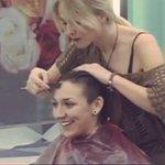 Ya esta la peluquera poniendo guapa a Paula la ganadora de esta noche de #gh15 #gh24h #ghdirecto #RetoPAU1000 http://t.co/OPNyaEnPEC