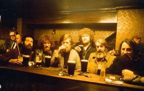 The Dubliners in Mulligans of Poolbeg Street, 1970's http://t.co/ZhsxmDZlcT via @RareIrishStuff