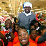 . @MacBo50 & @aa000G9 take #GreaterMemphis youth on a #Grizzmas shopping spree #NBAcares > http://t.co/QzezF5Asaw http://t.co/E2S12HgJxy
