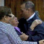 #Cuba amanece diferente y feliz. #Antonio en casa, y Mirtha, Maruchi y su familia toda junto a él. #Los5Libres #Cuba http://t.co/GaBaOaVu4h