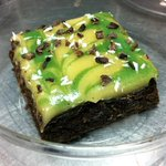 Raw chocolate brownie with white chocolate peppermint frosting (cashew based tinted w/ spirulina) #HamOnt #vegan http://t.co/zLALV41875