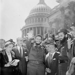 "Fidel Castro en WashingtonDC 1959 ""No soy comunista. Protegeré inversiones.Convocaré elecciones"" http://t.co/x6xE7mD2zL"