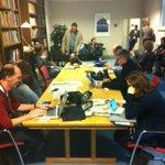 De perscaravaan heeft zich verplaatst: na t Torentje, Sociale Zaken en huize Duivesteijn nu bij VVD fractie http://t.co/lMAFLgD08V