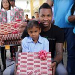 .@YordanoVentura of @royals helps brighten day for kids in #DominicanRepublic.  Today itll be @ErvinSantana_54 http://t.co/lAyGUD31Tc