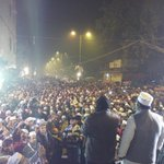 @ArvindKejriwal sab farzi hai surveys juz a ploy to underplay AAP. Crowd at AAP jansabhas exhibits d mood of Delhi http://t.co/s8kBKHppTF