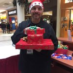 Wrapping gifts @Burlington_Mall supporting @UnitedWayBH with @ProducerSam953 @953FreshFM #BurlON http://t.co/Ovg2UVlwS9