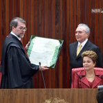 Temer recebe seu diploma das mãos de Dias Toffoli http://t.co/FjFY5FJSJo