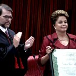 Dilma recebe diploma de presidente em cerimônia no TSE http://t.co/eao2G2zQMm http://t.co/hfqsR7UCYP