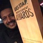 Big Night- Big Award - thank u Tarun, @bhawanasomaaya for honouring with Best actor (thriller) - for Ek villain http://t.co/3ThxhoyNF0