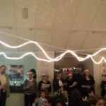Kerstkoor door een aantal ouders http://t.co/qGXEZ2PW1O
