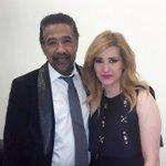 كنزة تختلس صورة في الكواليس مع الشاب خالد #StaracArabia #KingOfRai @Kenza_Morsli #الجزائر http://t.co/djSxLAx792