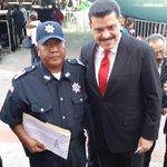 Gobernador @Paco_Olvera reconoce a Policías Estatales y Municipales que sirven a la sociedad. #DíaDelPolicía http://t.co/nNQzXC0QR9