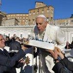 프란치스코 교황, 생일기념으로 노숙자들에게 400개의 침낭을 선물하다 http://t.co/S7YHffB2M8 http://t.co/2ZHCCG0DU1