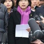 """[3보] 이정희 통합진보당 대표는 """"박근혜 정권이 대한민국을 독재국가로 전락시켰다""""고 말했습니다. http://t.co/2Gs9ZSCJfK http://t.co/mcGHzJLW4P"""