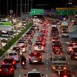 1,6 mi de veículos devem deixar SP no Natal; veja melhor horário para viajar: http://t.co/RkpThRRIyf http://t.co/VRGR1NixN7