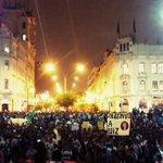Miles. De verdad, miles de jóvenes marchan por Colmena y Plaza San Martín. El malestar se siente. #LeyPulpín http://t.co/m2bRMf8DdJ