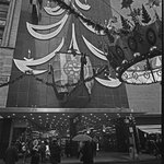 Christmas shoppers outside @macys in downtown #KC, 1965. #TBT @KCMO @godowntownkc http://t.co/htPwCbWnBl