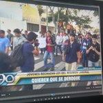 Una vez más en #Trujillo los jóvenes salieron a las calles contra la promulgación de la #LeyPulpin http://t.co/A21nwMYUdN