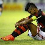 Léo Moura posta foto com empresário e indica saída do Flamengo http://t.co/zcD556yhEC // http://t.co/qgsOm9qr4s