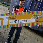 € 11.200 voor @SeriousRequest namens het @AshramCollege. Nu onderweg naar het glazenhuis om hem te overhandigen http://t.co/dJZ55dNhIY
