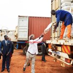 @KagutaMuseveni (C) helps to load a sack of food on a truck in Kampala yesterday. #PictureOfTheDay http://t.co/41rsUKLiPK