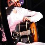 #HollywoodMusicAwards Justin Bieber #HollywoodMusicAwards Beliebers @justinbieber http://t.co/ivCLjtDONM