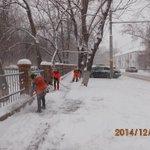 Очистка тротуаров по улице Бакинской @Rudakov_i_a, @DepBlagSamara http://t.co/ic8eHSk7NL