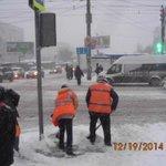 Очистка посадочных площадок и пешеходных переходов по улице Владимирской @Rudakov_i_a, @DepBlagSamara http://t.co/KCUudCJWnn