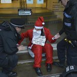 Santa arrested after gluing himself to doors of Barclays Bank in #Brighton - http://t.co/qub5yEHZj8 http://t.co/YjXfJpgl34