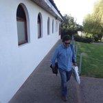 Así fue la llegada de Mario Salas a San Carlos de Apoquindo a las 7.50 horas. #BienvenidoMarioSalas #LosCruzados http://t.co/ou2H9FEqID