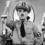 1940, n'écoutant que son courage et malgré les menaces d'Aldolf Hitler, Sony sort «Le dictateur» en salle. http://t.co/YwaSxIgcon